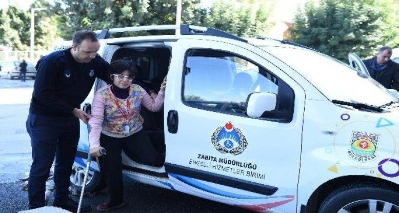 Tarsus zabıtası, işaret diliyle engellilere hizmet vermeye başladı