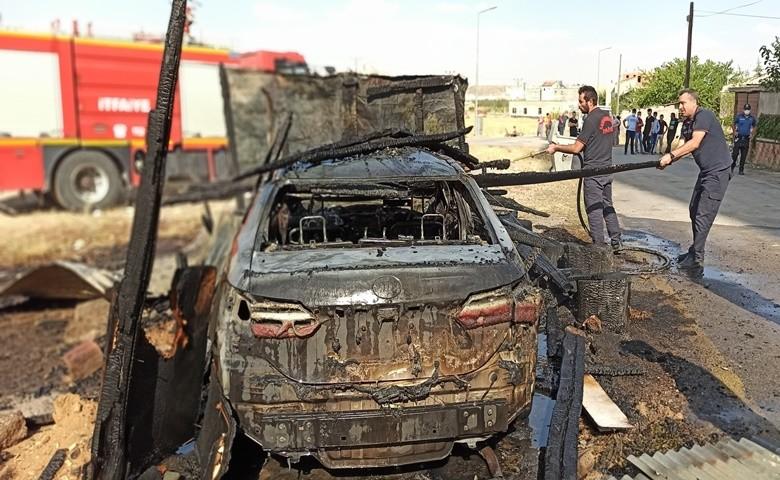 Garajdaki yangın otomobilden geriye demir yığını bıraktı