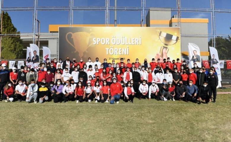 Spora ve sporcuya önemli destek, Mersin'de başarılı sporculara  570 bin 405 lira ödül verildi