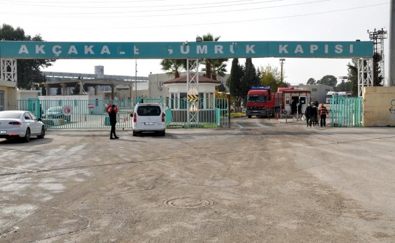 Suriye sınırında çiğ köfte partisi