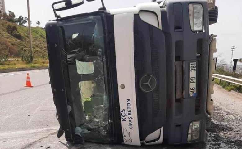 Hatay'da beton mikseri otomobile çarptı: 1 ölü