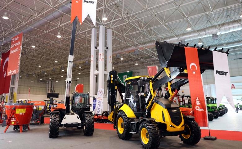 Başak Traktör Ve MST İş Makinalarına GAP Tarım Fuarı'nda büyük ilgi