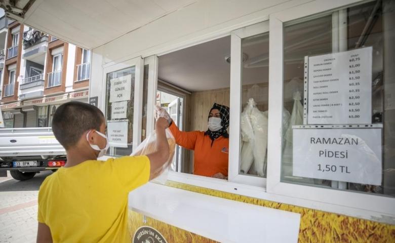 Mersin'de Parasını hayırseverin ödediği 4 bin ekmek ihtiyaç sahiplerine dağıtıldı
