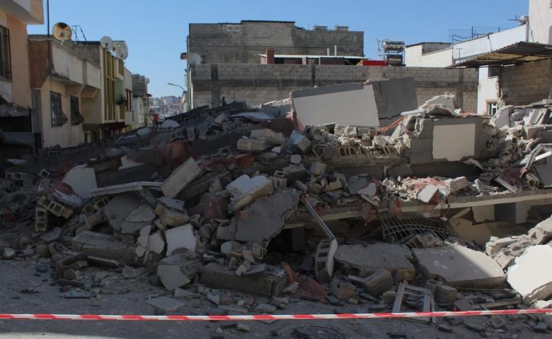 Son Dakika Gaziantep'te yeni yapılan 5 katlı bina çöktü, facianın eşiğinden dönüldü
