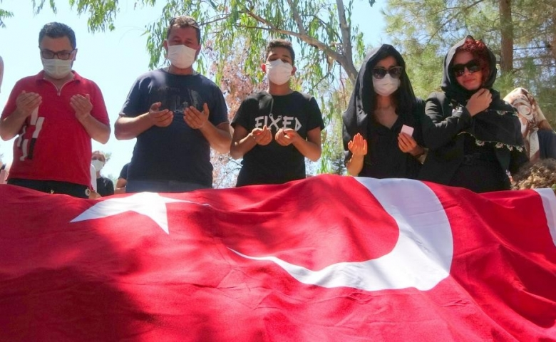 Vahşi cinayete kurban giden Azra son yolculuğuna uğurlandı