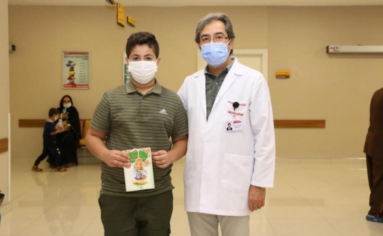 Medical Park Hastanesi çocuklara masal kitabı dağıttı