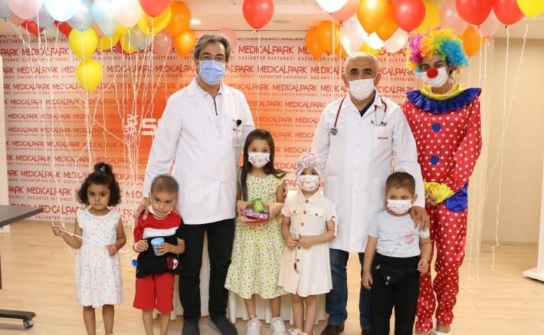 Medical Park Hastanesin'de Lösemili çocuklar için eğlence düzenlendi